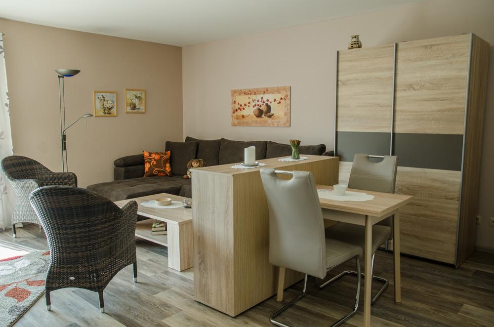 Gästezimmer, Wohnbereich mit Ess-Tisch, Bild 6