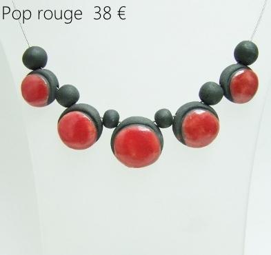 description du collier en perles ceramique rouges de l'atelier simplement terre