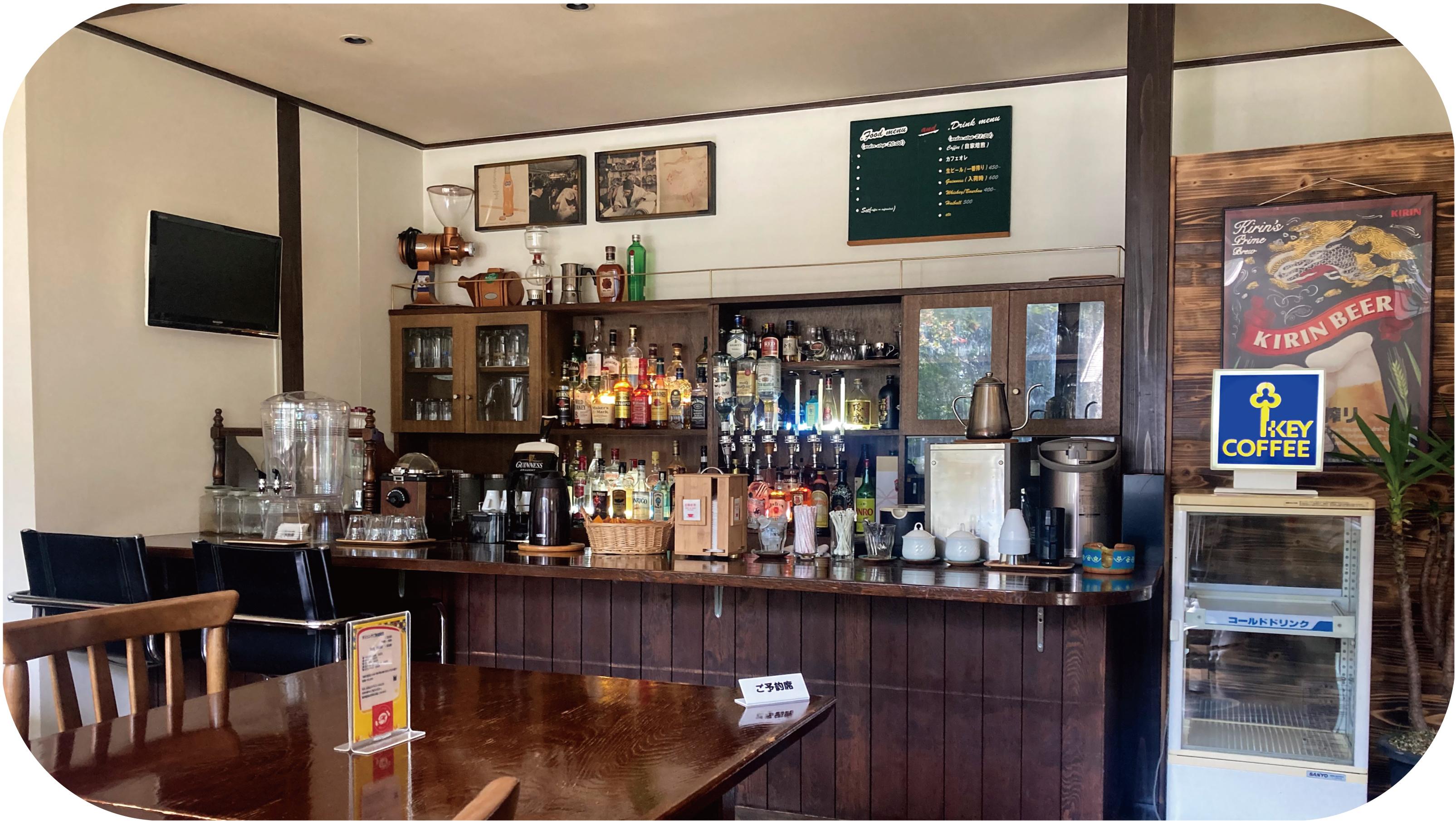 バーカウンターではアルコールを提供 コーヒーは自家焙煎!