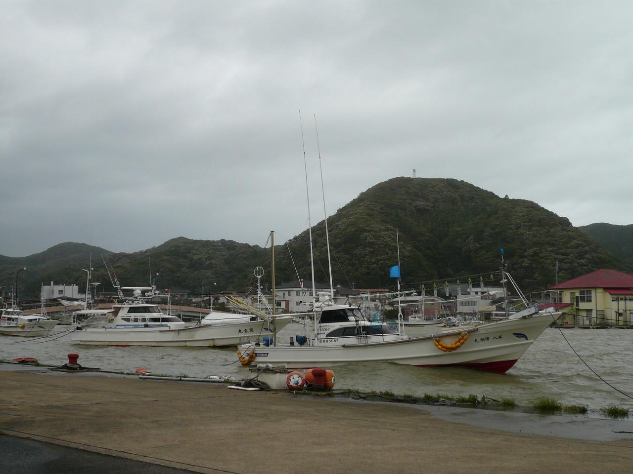 防波堤の内側は安心です 後は吹き戻しの風に注意します
