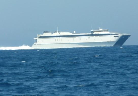 5月20日新造船 高速フェリーか・旅客船か初お目見え