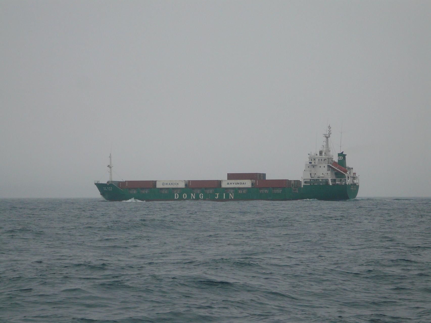5月18日雨が予報どうり降って来ました、風は 北東の風3m~5m 小潮で釣果悪し
