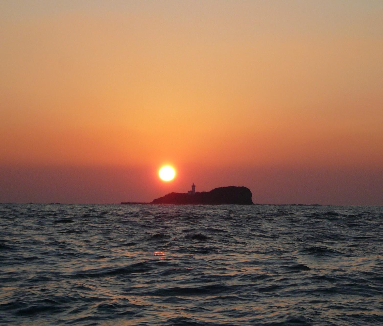 1月16日 三ツ島灯台 夕日写真