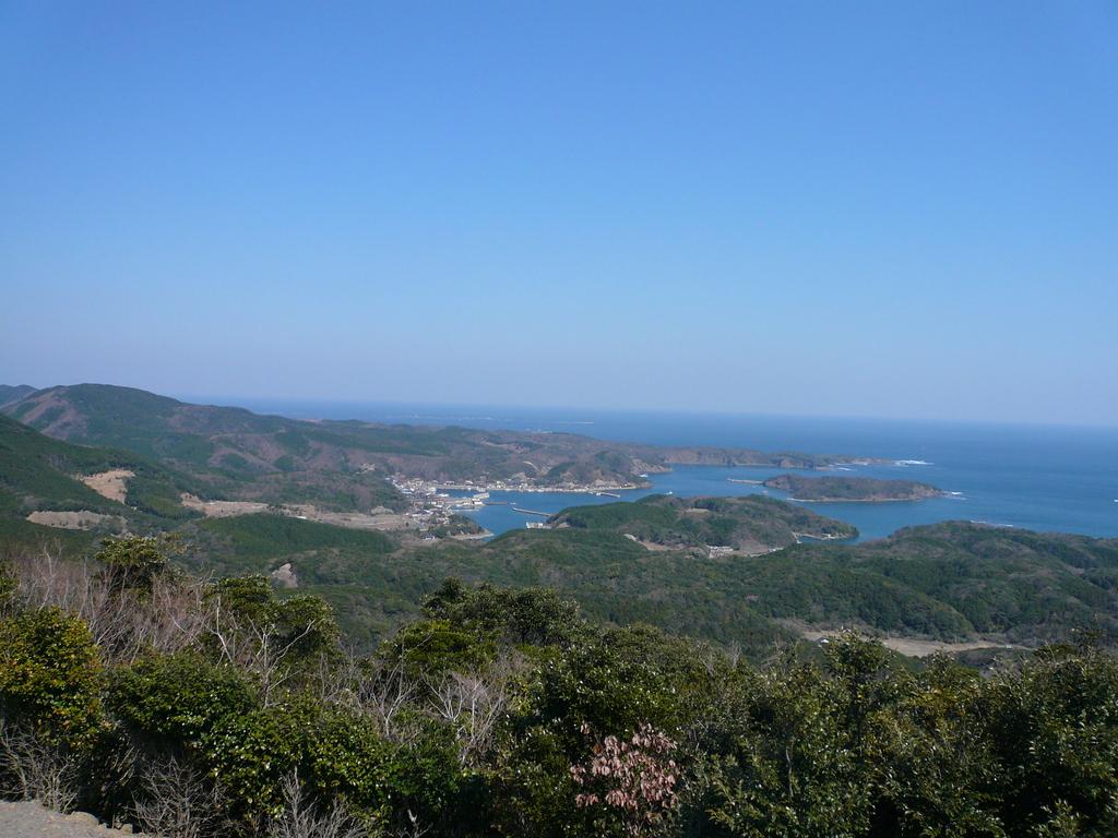 権現山から 泉/厚崎 三ッ島灯台 望む