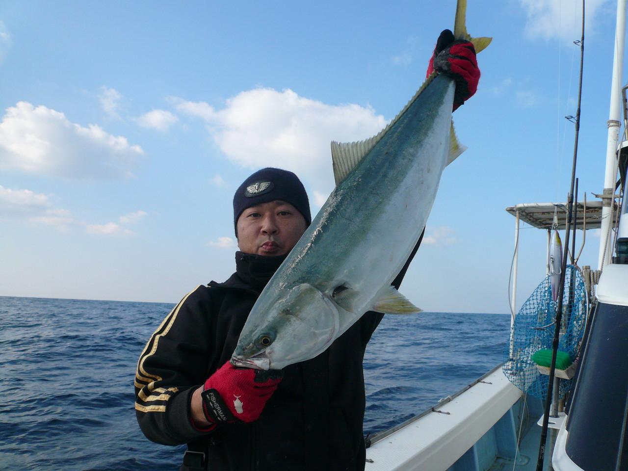 今日の釣果 ブリ・ヒラマサ・ヒラゴ・ワラサ×30匹 サワラ×2匹 みんなで40匹弱