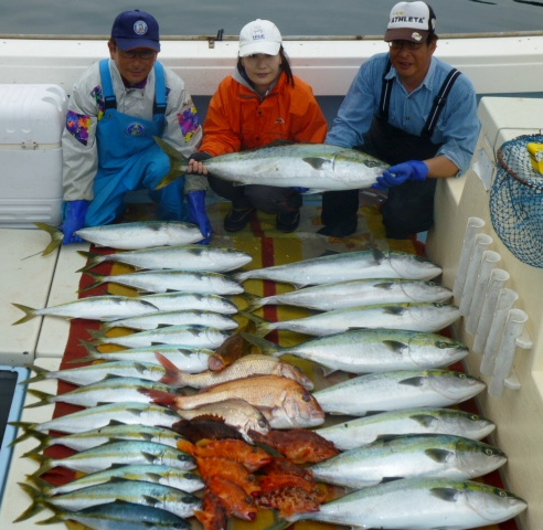 5月5日佐藤さん夫婦とお兄さん今日の釣果です