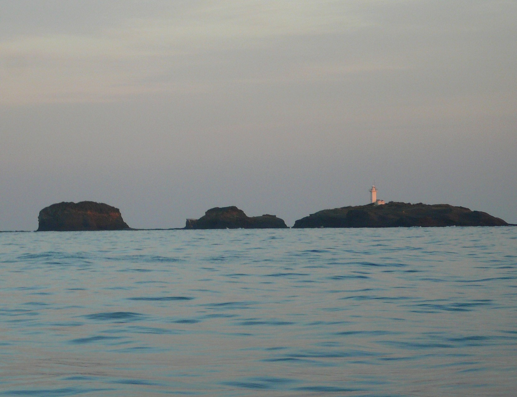 1月16日 夕日のあたる 三ツ島灯台