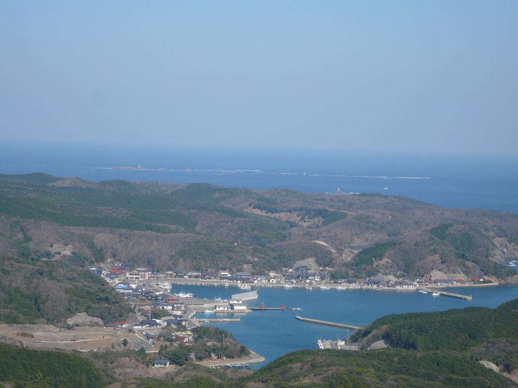 権現山から 泉港より三ツ島灯台 望む