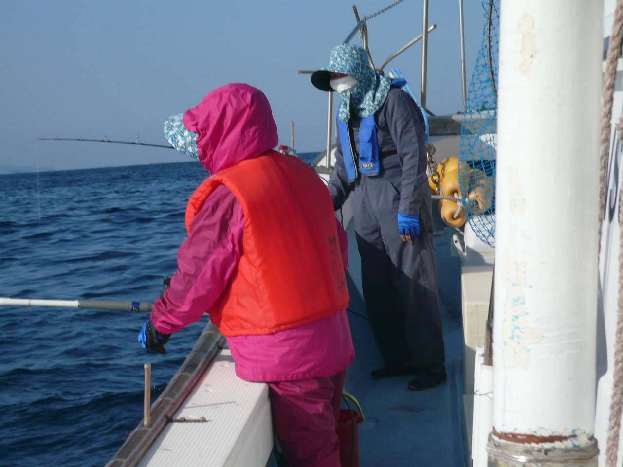 3月12日 イルカの為 ジギング止めて 餌釣りに切り替えました 準備完了