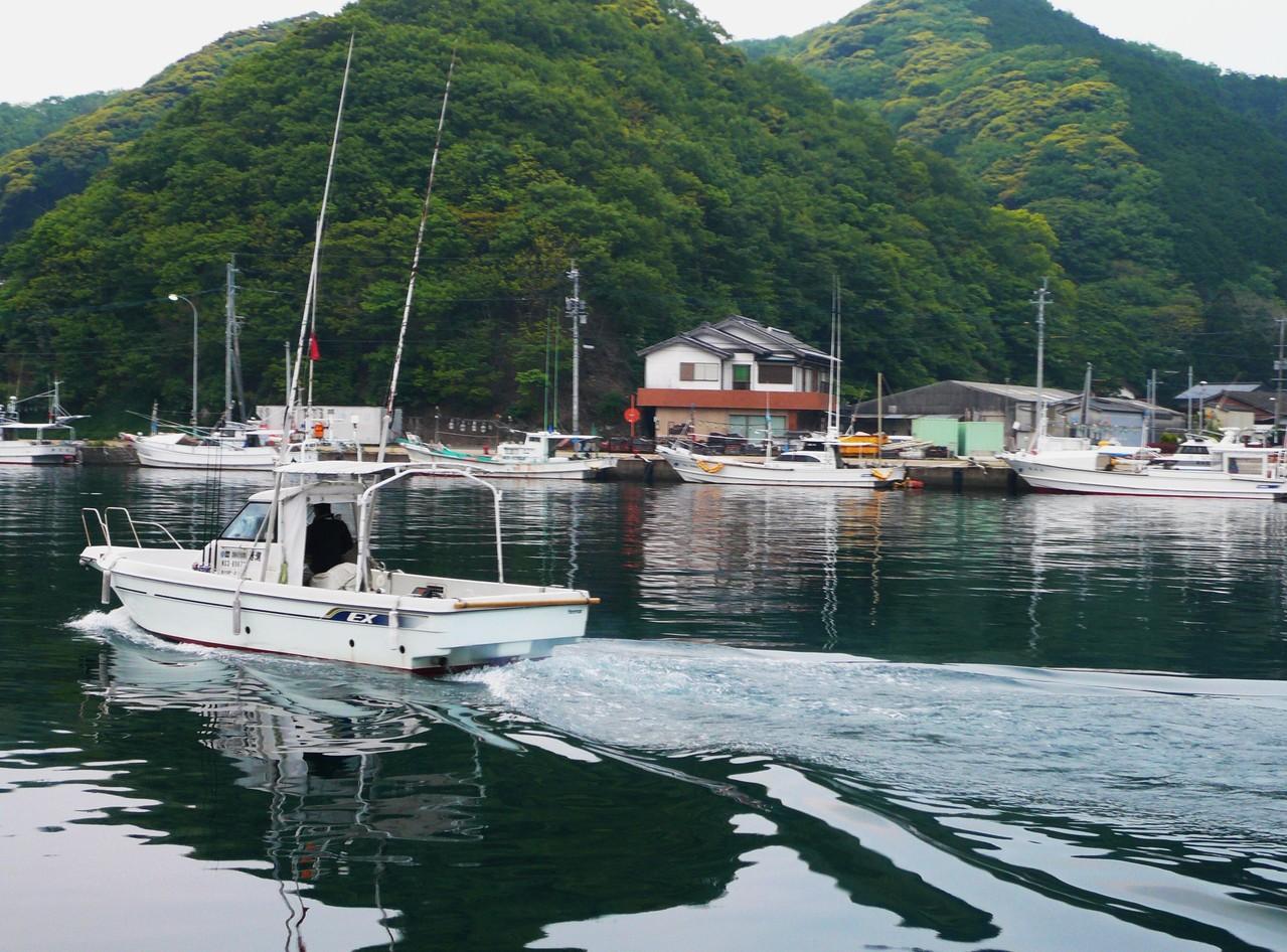 レンタルボート博潮丸と対岸 黄色いヘンダー 第八博潮丸