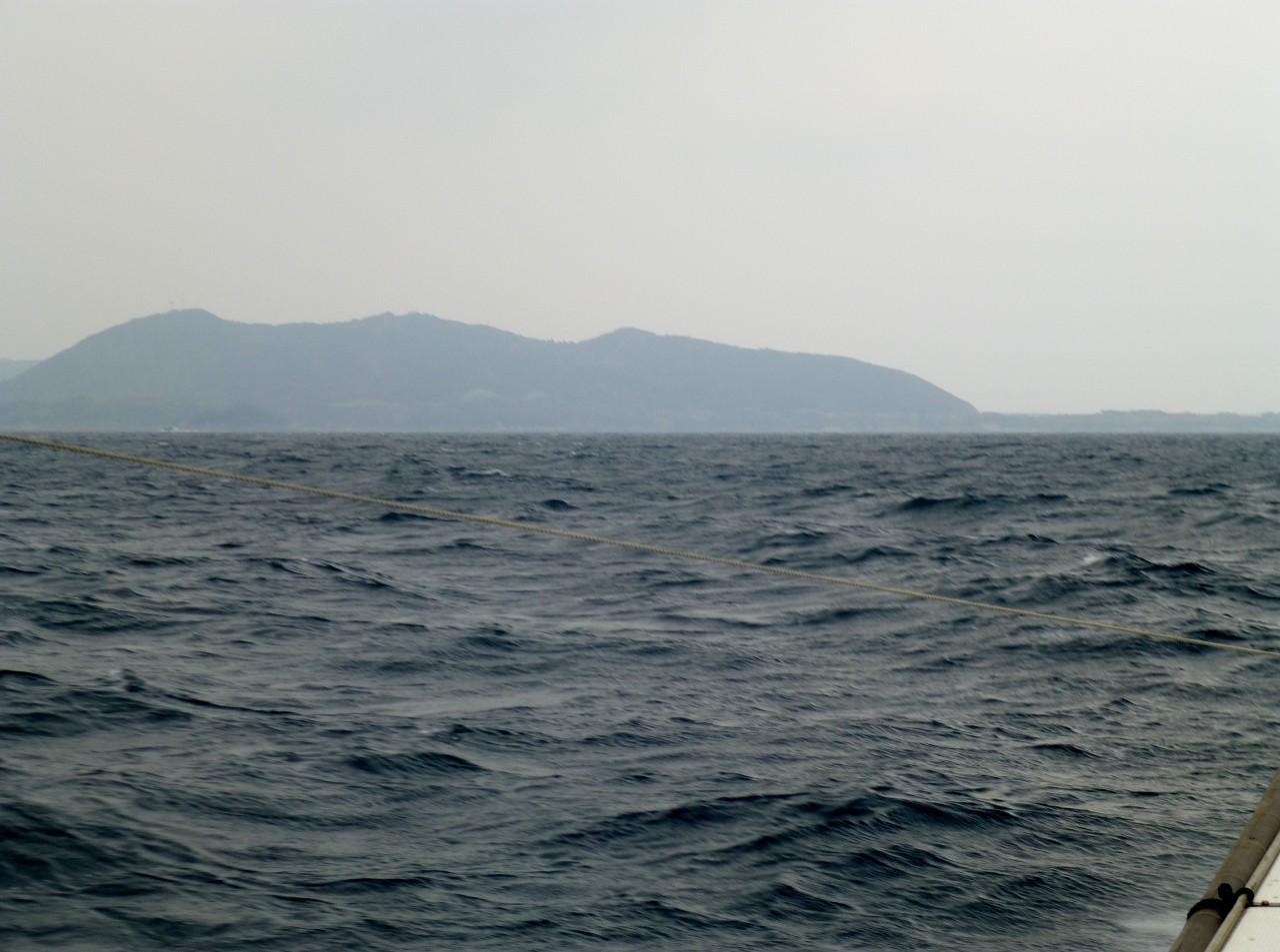 北風が吹いてきました 今9m 今から12m以上吹きます帰港へ