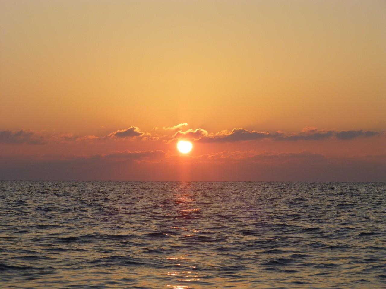 10月25日 今日の日の出 凪です