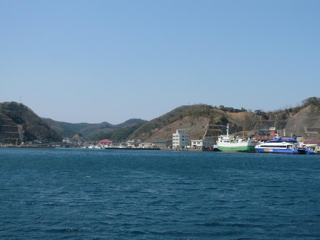 上対馬町 比田勝港 右側岸壁 フェリーげんかい 博多港へ 後 韓国の高速艇 釜山港へ