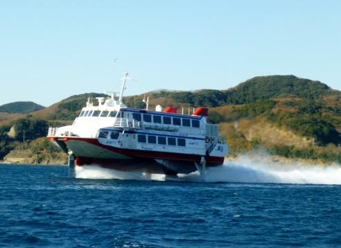 拘束艇釜山港へ