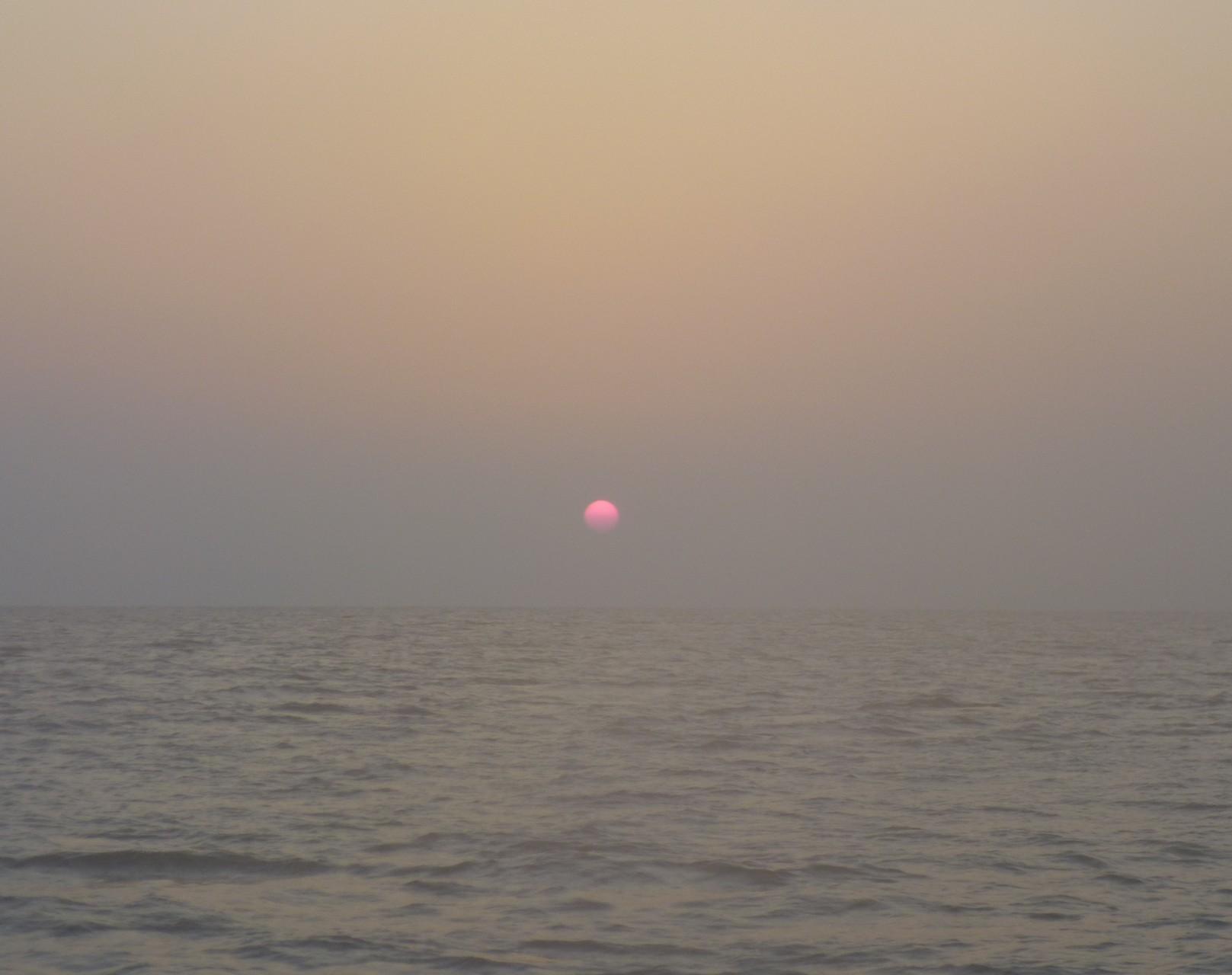 3月22日今日の日の出・霞んでいます