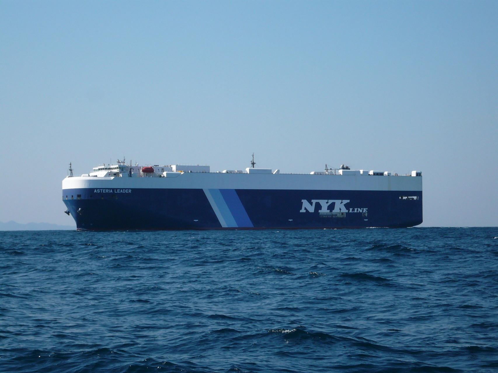 3月22日 初めての外国船 フェリーかな・貨物船かな?