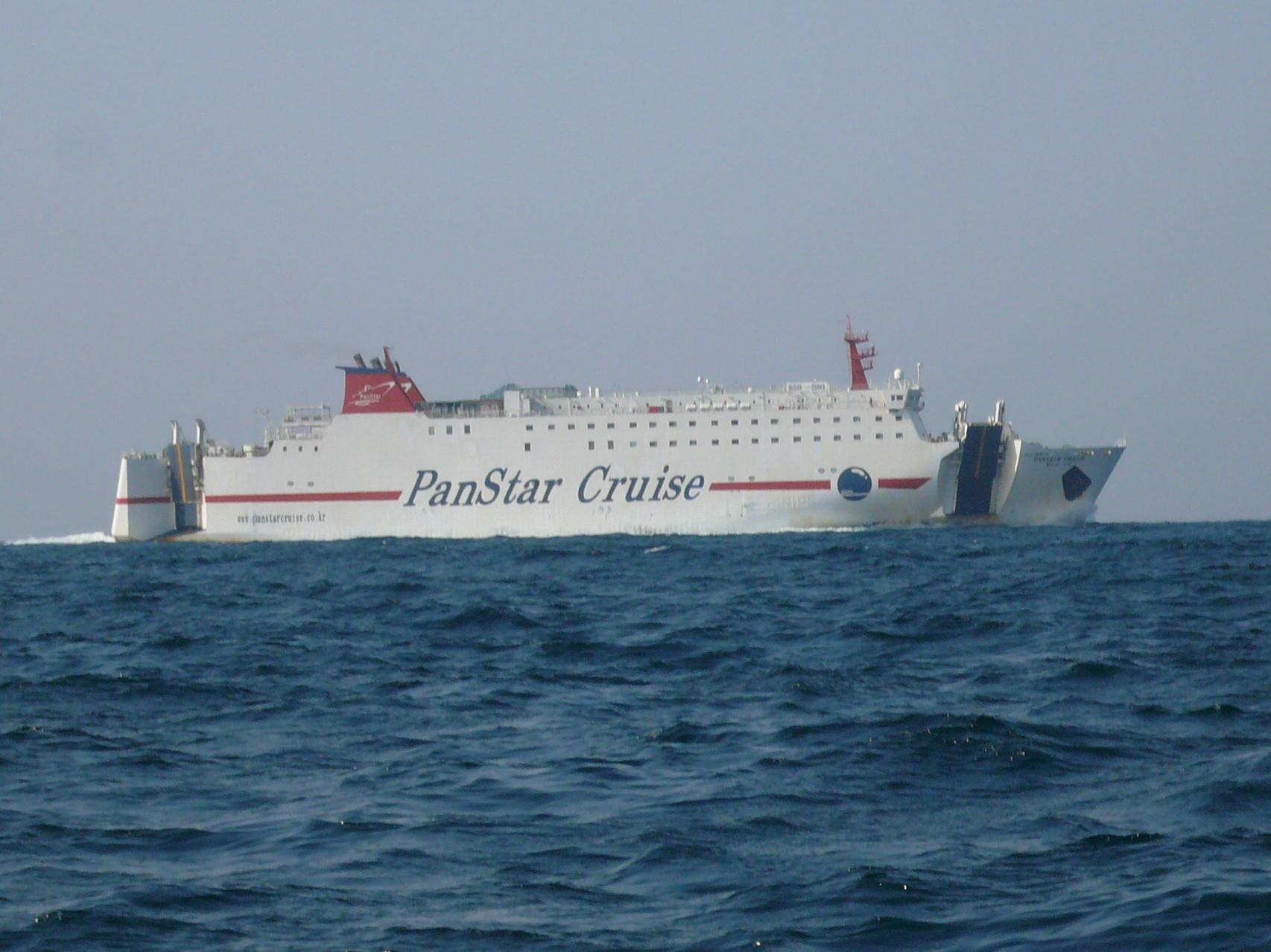 3月15日 三界のポイント 釜山行きのカーフェリー今日は 本船より 灘を通過