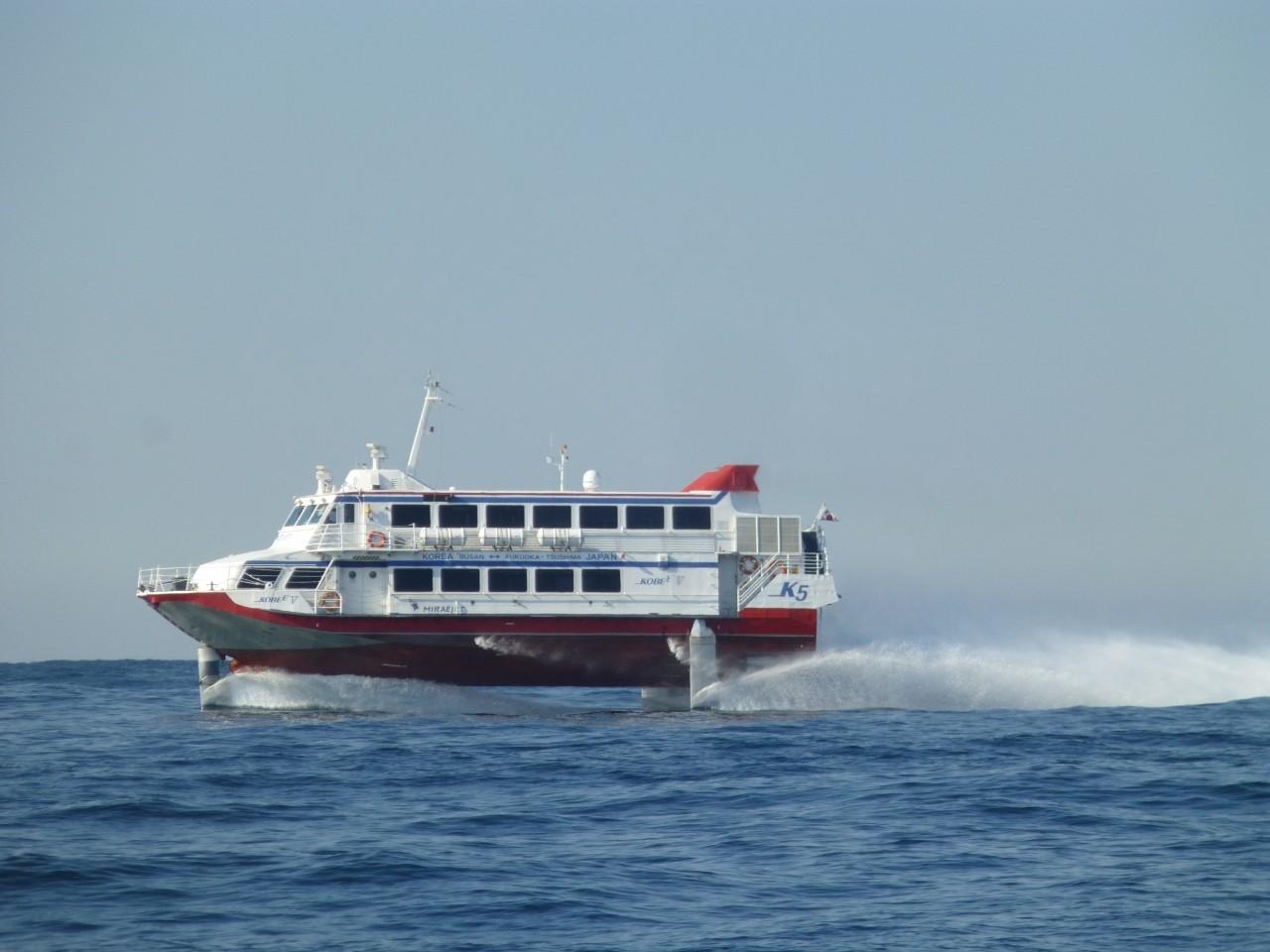 2月23日今度は高速艇が近くを通過します