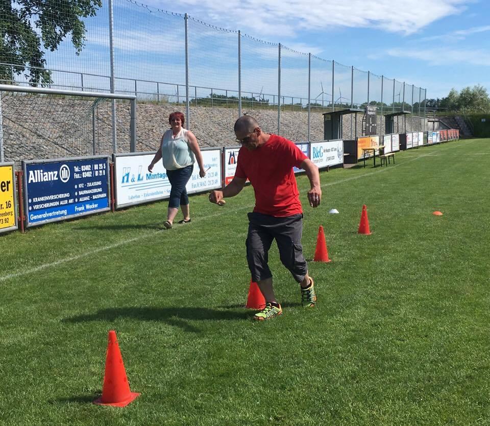 1. Familiensportfest: Disziplin Eierlaufen