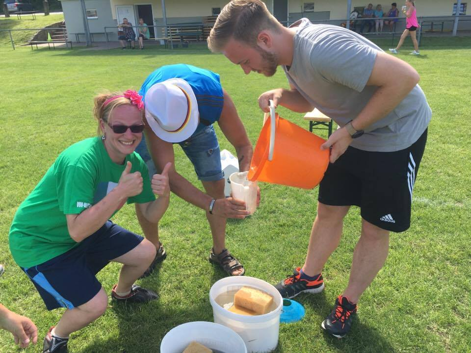 1. Familiensportfest: Disziplin Wasserläufer
