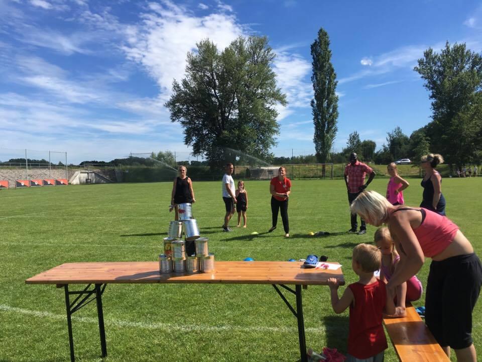 1. Familiensportfest: Disziplin Dosen werfen