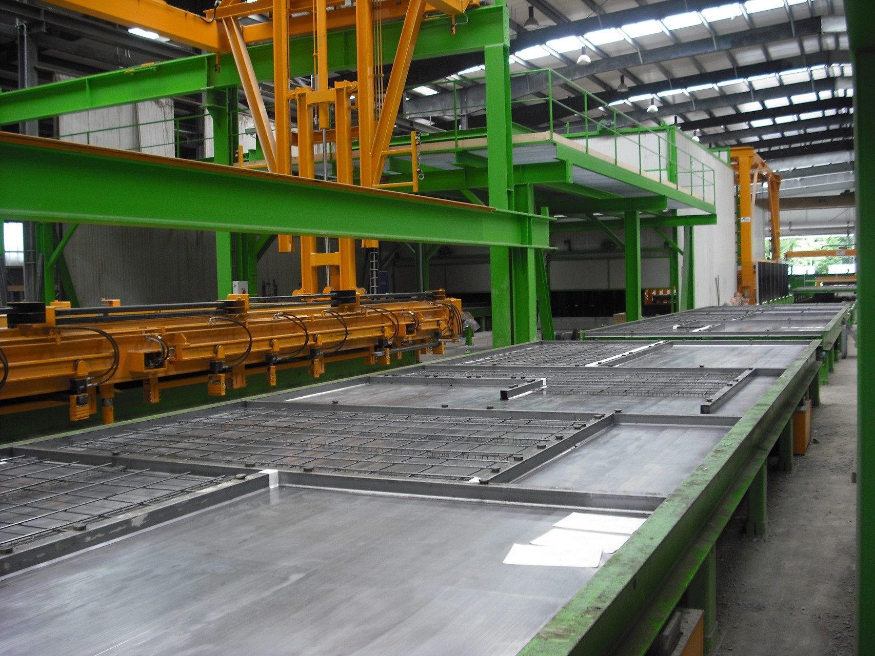 STEEL PRODUCTION PALLETS IN A CIRCULATION LINE