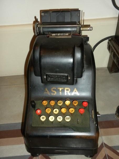 "Antica calcolatrice ""ASTRA""  Primi '9000"