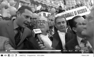 A fianco del Presidente Maurizio De Tilla, sullo scalone della Cassazione
