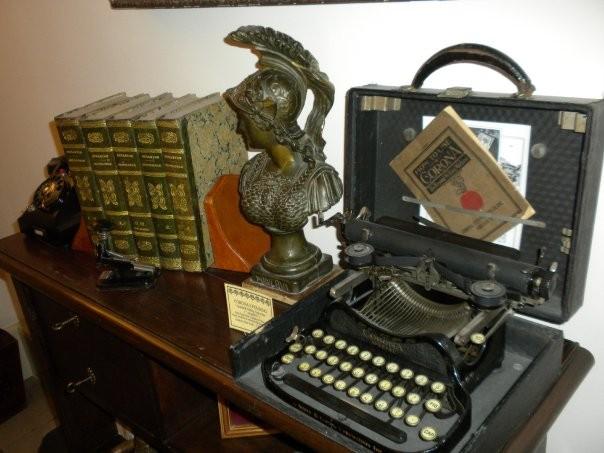 "CORONA 3 FOLDING "" Standard Folding Typewriter "" ( "" chiudibile "") Rose Typewriter Company of New Tork Primo modello di macchina da scrivere portatile Groton, New Jork  - U.S.A.   1901"