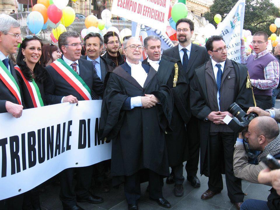 A fianco dell'Avv. Maurizio De Tilla, Presidente nazionale dell'OUA
