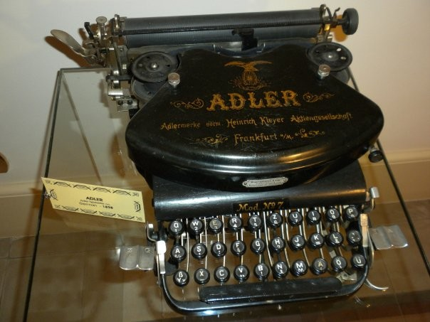 ADLER  Adler Typewriter co.  German  - 1898 (Primo piano)
