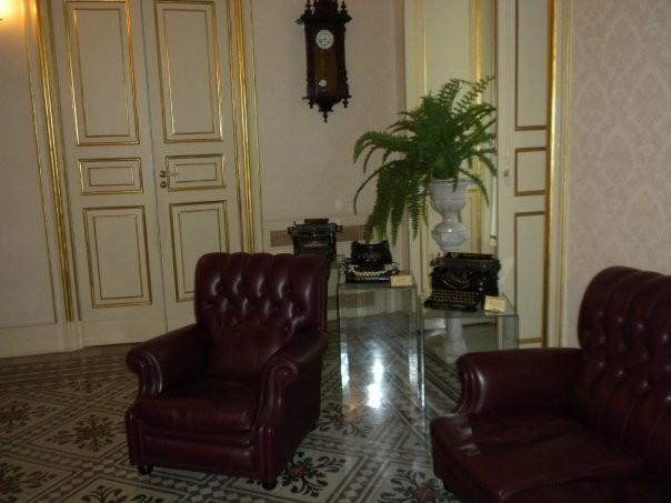 La collezione - musealizzazione  Espositori in vetro - sala riunione
