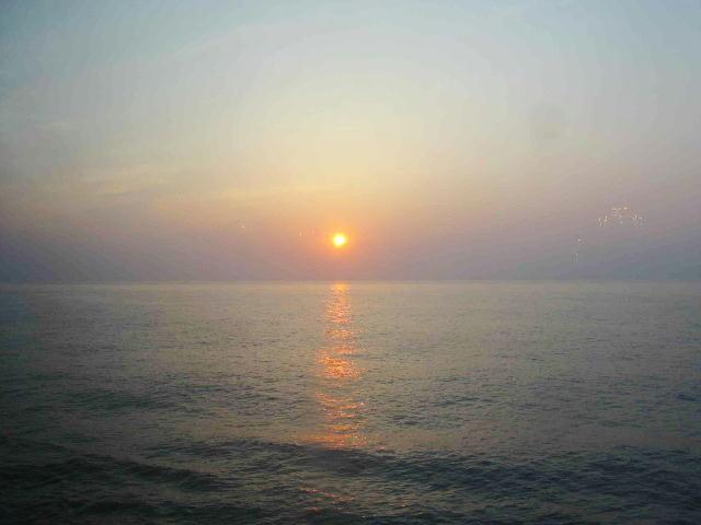 クルージング太平洋の夕日  撮影者 小西弘純