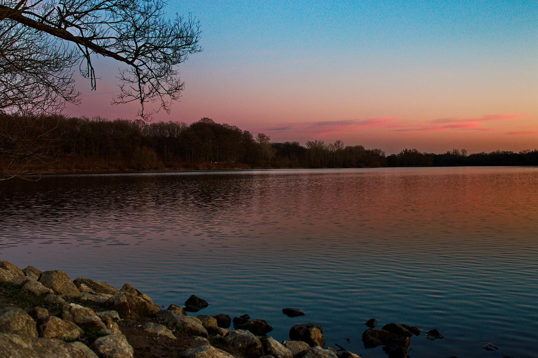 Zum Vergleich Sonnenaufgang am Hullerner See, Januar 2020.