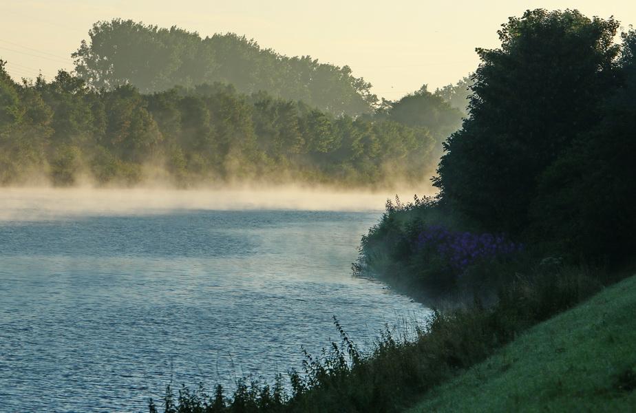 Wesel-Dattel-Kanal in Hamm-Bossendorf früh morgens.