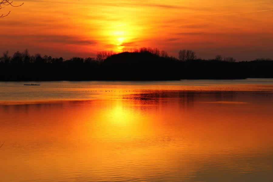 Sonnenuntergang am Stausee in Hullern Ende Februar 2016.