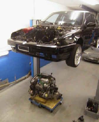 Ausbau Motor In unserer Werkstatt