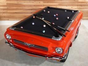 Billardtisch auf Ford Mustang.
