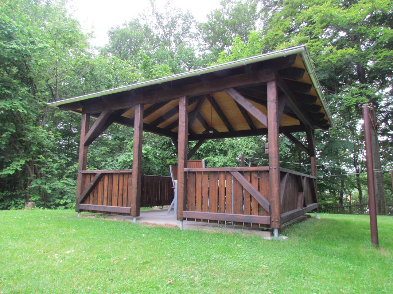 Pavillon mit Geländer