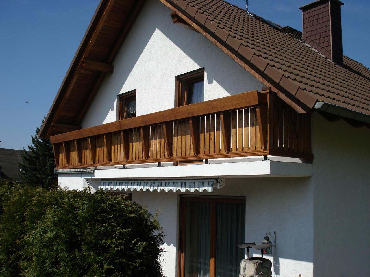Balkon mit geraden Elementen