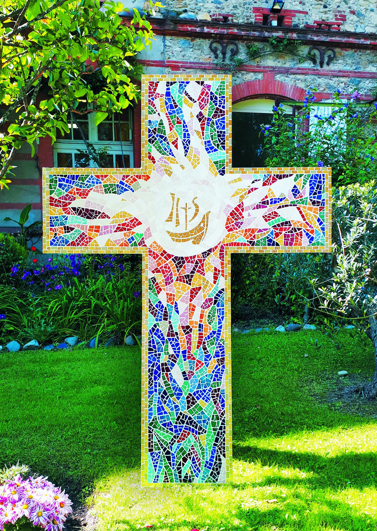 Croix en mosaïque du petit collège du Caousou (Toulouse)