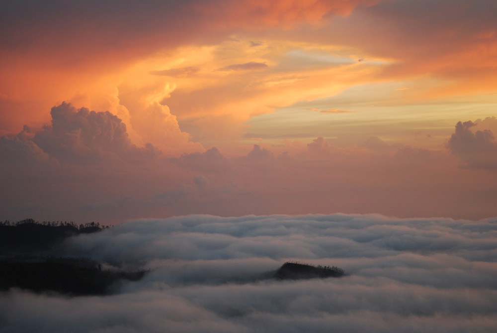AUTOR: Andrea Cantú Barza               TÍTULO: Amanecer en el monte Batur