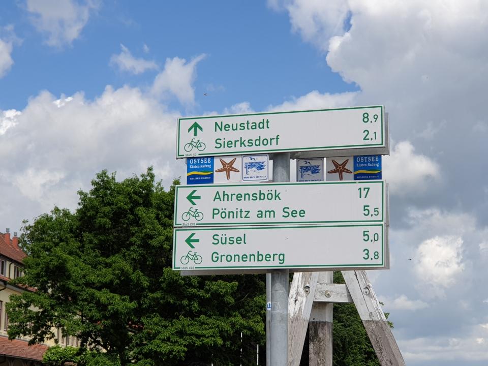 Wegweiser am Ostsee Küsten Radweg