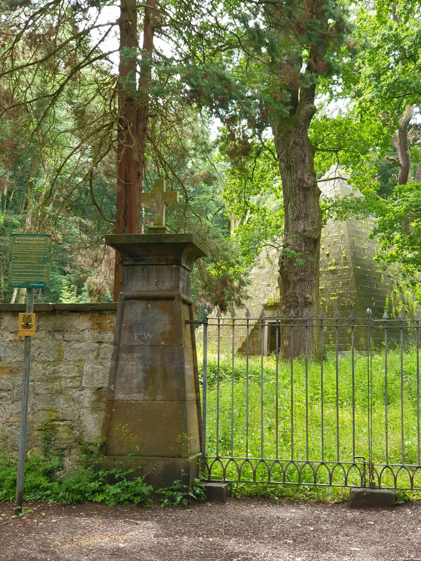 Mausoleum am Laves Wanderweg