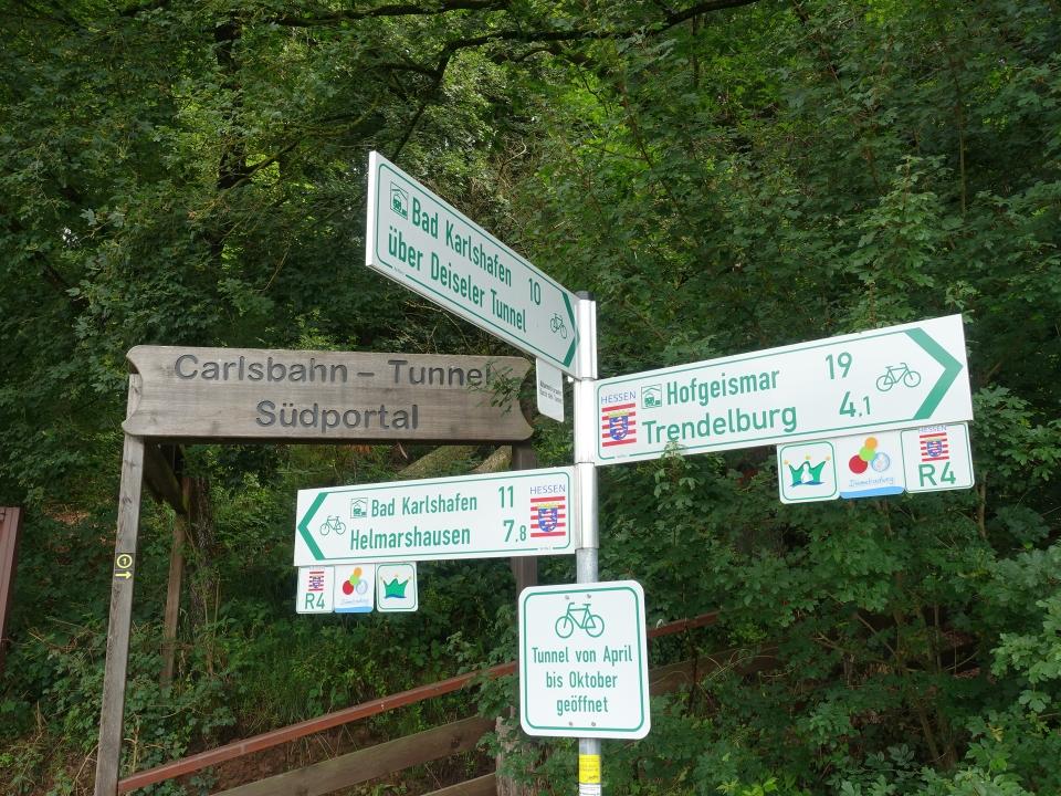 Wegweiser, Südportal des Carlsbahn-Tunnels