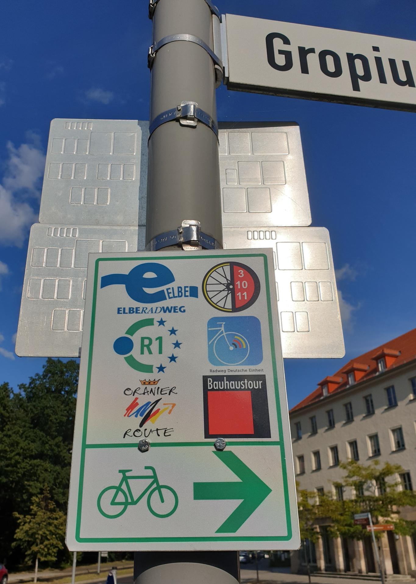 Wegweiser in Dessau, Gropiusstrasse
