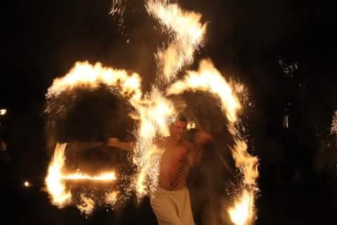 Feuershow Hochzeit Kosten & Preise in Stuttgart stellt neue Rekorde auf und ist auch als Paarshow oder Soloshow zusehen und garantiert sensationelles Entertainment. Feuershow Hochzeit kosten & Preise jetzt berechnen lassen und sparen!