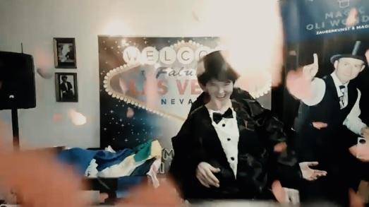 online Zaubershow, virtueller Live Zauberer - für Firmenevent - liverstream Zauberer für Firmenevents, Live online zauberei & Mentalmagie als Highlight für Ihr Firmenevent. Zaubershow online – Magie im Livestream mit Zoom - virtuelle Zaubershow!