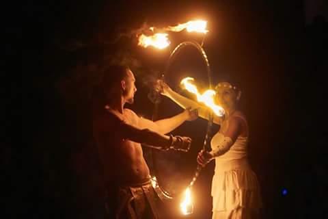 Feuershow Hochzeit stellt neue Rekorde auf und ist auch als Paarshow oder Soloshow zusehen und garantiert sensationelles Entertainment. Feuershow Hochzeit kosten & Preise jetzt berechnen lassen und sparen!