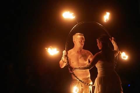 Feuershow Hochzeit in Stuttgart Kosten & Preise stellt neue Rekorde auf und ist auch als Paarshow oder Soloshow zusehen und garantiert sensationelles Entertainment.